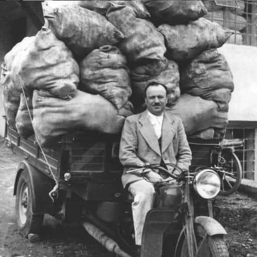 fuchs delivering bread